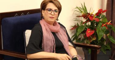 """وزيرة الثقافة تثير الجدل بتصريح حول """"فتل الكسكس"""""""