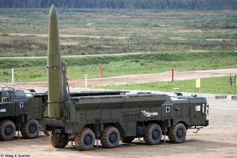 """الجيش الوطني الشعبي يُظهر لأول مرة صاروخ """"إسكندر"""" الباليستي"""