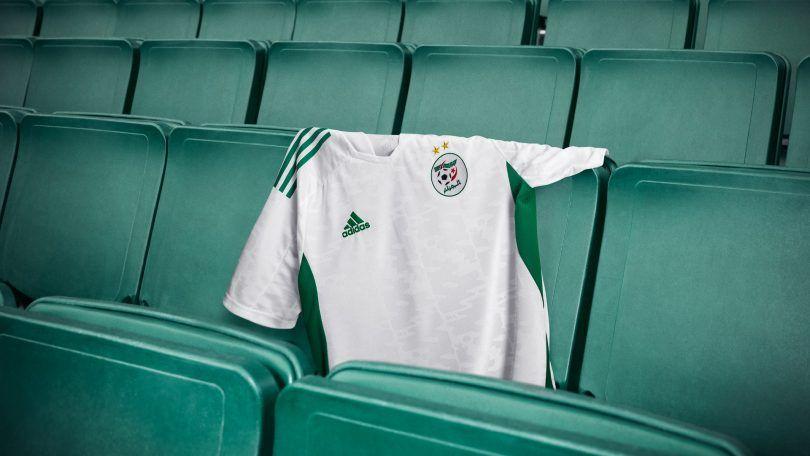 الفاف في ورطة أخرى بسبب قميص الخضر الجديد